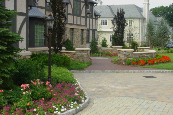 Estate front entry landscaping maintenance 600x400 Estate Management  Pool, Lawn & Garden Maintenance