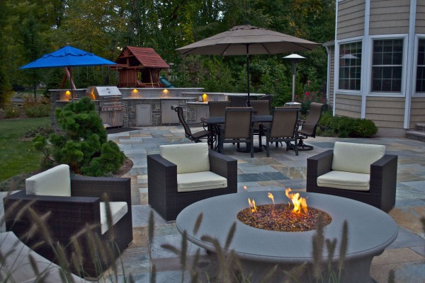award winning custom outdoor fire pit 1 600x400 Award Winning Pools & Landscaping