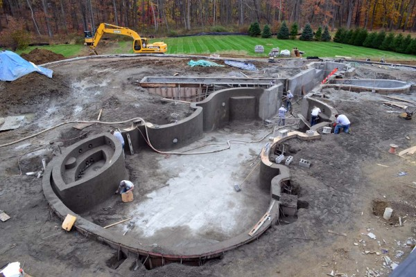 bedford ny construction framing violin swimming pool 600x400 Bedford NY Glass Tile Pool & Spa