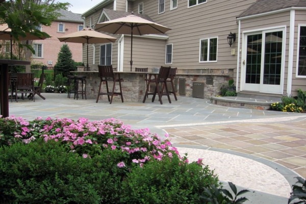 custom outdoor kitchen design bar seating 600x400 Outdoor Kitchens  Design & Construction