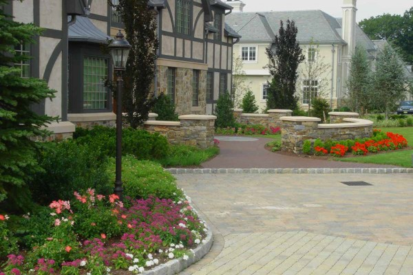 front entrance planting garden design 600x400 Trees & Plants