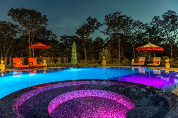 kinnelon nj award winning perimeter overflow spa pool design 600x400 Award Winning Pools & Landscaping