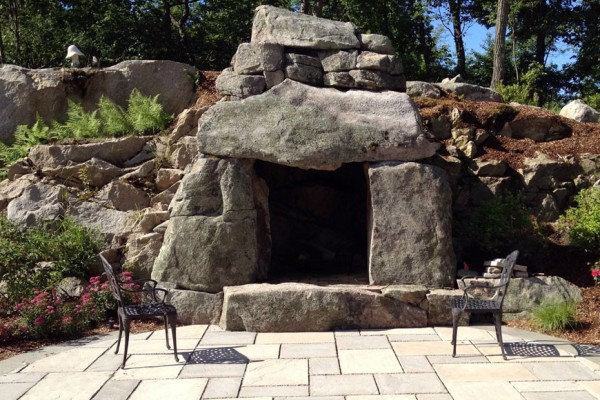 large rustic stone outdoor fire feature fireplace 600x400 Outdoor Fireplace & Fire Pits
