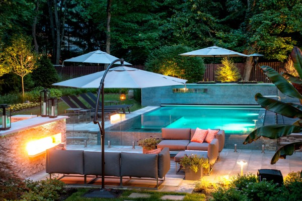 modern outdoor pool and fire feature 600x400 Outdoor Fireplace & Fire Pits