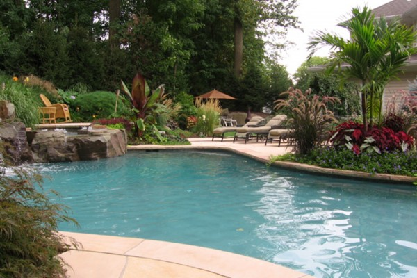natural pool garden design 600x400 Landscaping & Gardens