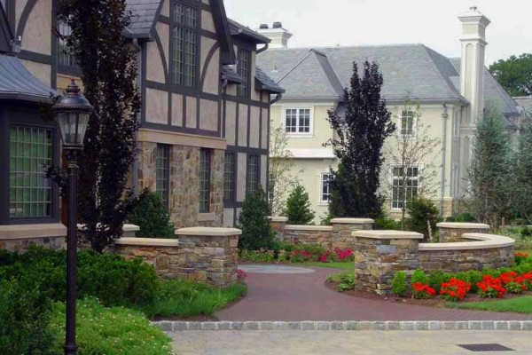 natural stone masonry wall detail 600x400 Masonry  Stone Patios & Walls