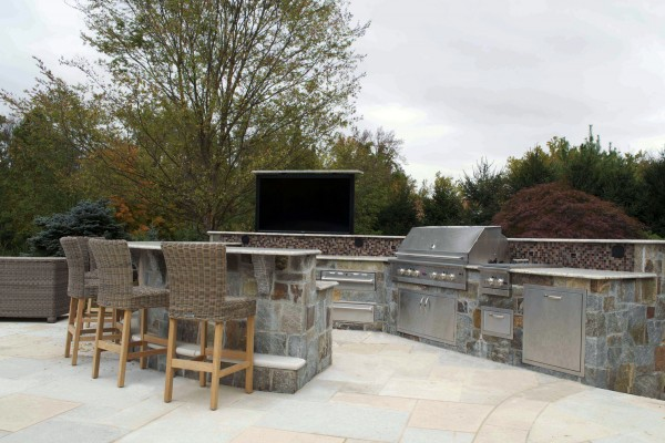 outdoor kitchen TV bar design construction 600x400 Outdoor Kitchens  Design & Construction