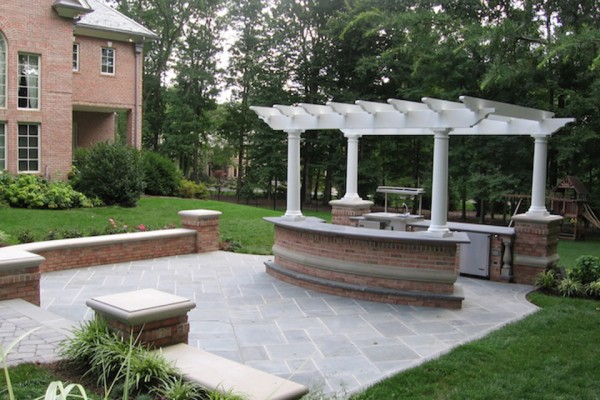outdoor kitchen bar pergola design 600x400 Custom Cabana, Pergola & Gazebo Design