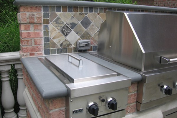 outdoor kitchen grill details 600x400 Outdoor Kitchens  Design & Construction