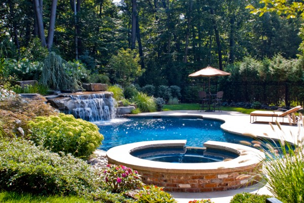 pool landscaping garden ideas 600x400 Landscaping & Gardens