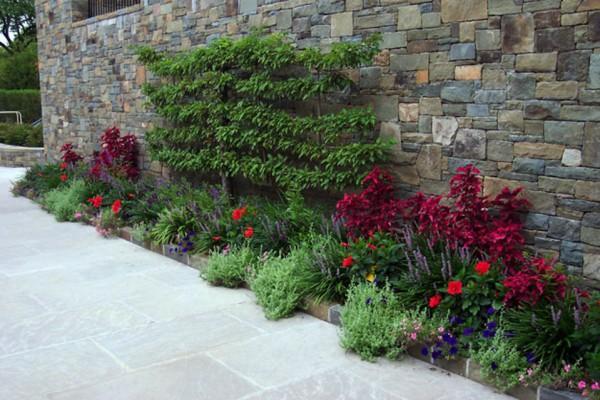 retaining wall landscaping garden design 600x400 Landscaping & Gardens