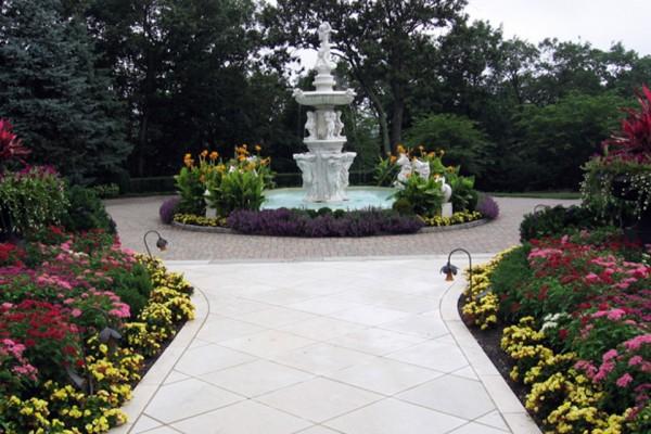 statue garden planting installation 600x400 Trees & Plants