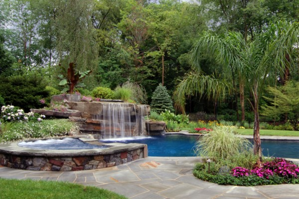 tropical pool garden design 600x400 Landscaping & Gardens