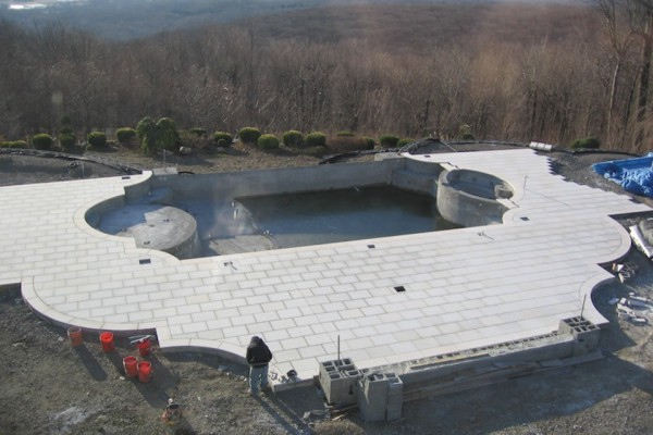 kinnelon nj construction negative edge pool design 600x400 Kinnelon NJ Fiber Optic Negative Edge Pool