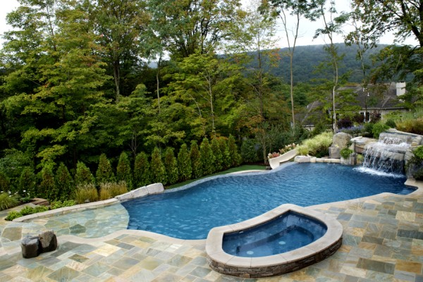 mahwah nj Vanishing edge swimming pool spa stone patio 600x400 Vanishing Edge Pool  Mahwah NJ
