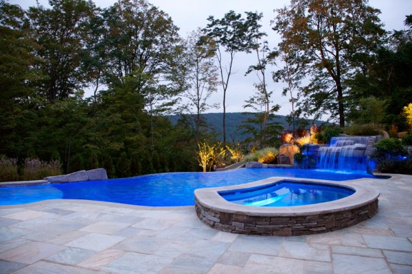 mahwah nj vanishing edge inground swimming pool spa 600x400 Vanishing Edge Pool  Mahwah NJ