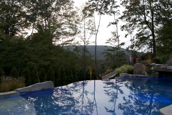 mahwah nj vanishing edge pool waterfall design 600x400 Vanishing Edge Pool  Mahwah NJ