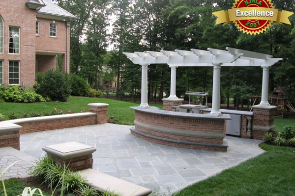outdoor living area outdoor 600x400 Award Winning Pools & Landscaping