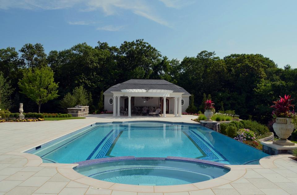 roman end negative edge swimming pool design 600x394 roman end negative edge swimming pool design - Roman Swimming Pool Designs
