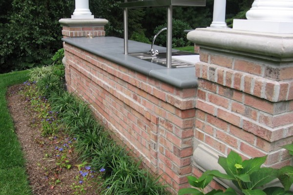 saddle river nj outdoor brick kitchen bar design 600x400 Outdoor Kitchen & Bar Design Saddle River NJ