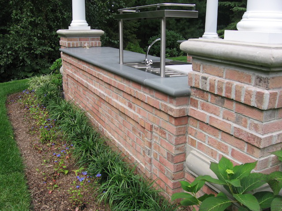 Outdoor kitchen bar design saddle river nj cipriano for Outdoor kitchen brick design