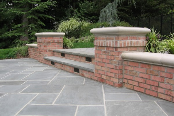 saddle river nj stone patio outdoor kitchen wall design 600x400 Outdoor Kitchen & Bar Design Saddle River NJ