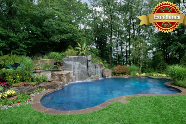 swimming pool with hot tub spa 600x400 Award Winning Pools & Landscaping