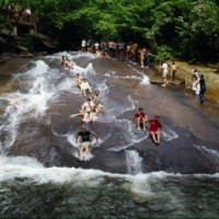 31402943760ng rock north carolina 2 200x200 COOLEST NATURAL SWIMMING HOLES IN THE US   NJ POOL DESIGNER